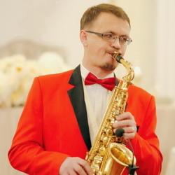 Саксофонист Владимир Петров
